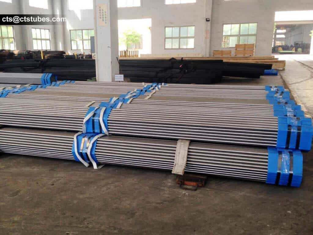 DIN2391 steel tubes in bundles in the warehouse