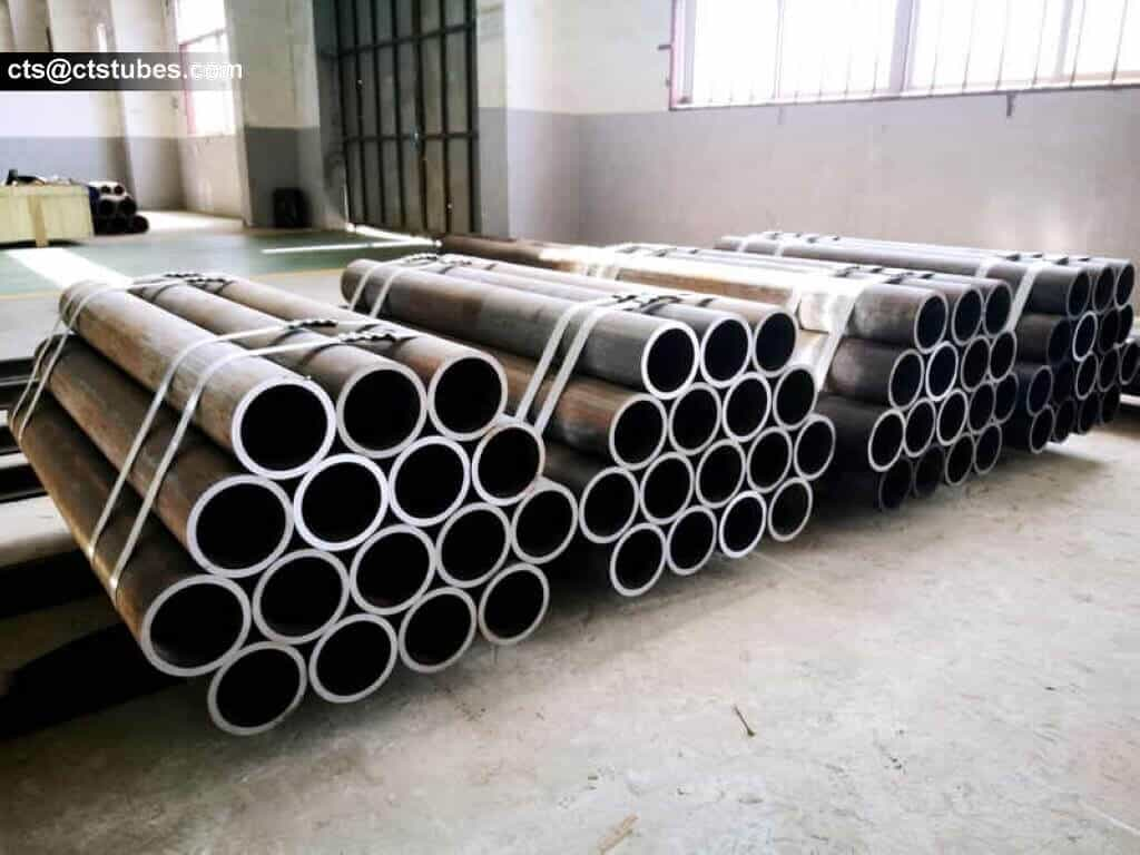 4 bundles of EN10305 cold drawn precision steel tubes in the warehouse
