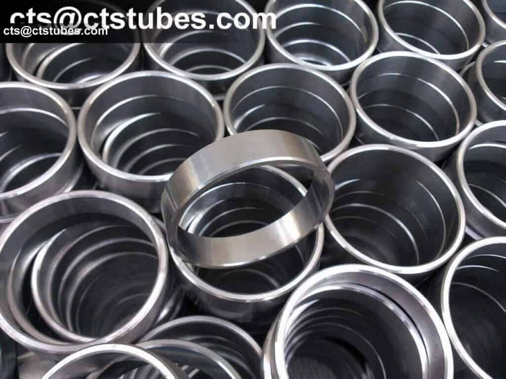 Seamless bearing tube small cuts / rings with beveled ends, neatly arranged
