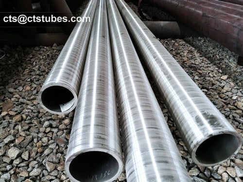 P12 ASTM A335 Seamless Alloy Pipes in the warehouse